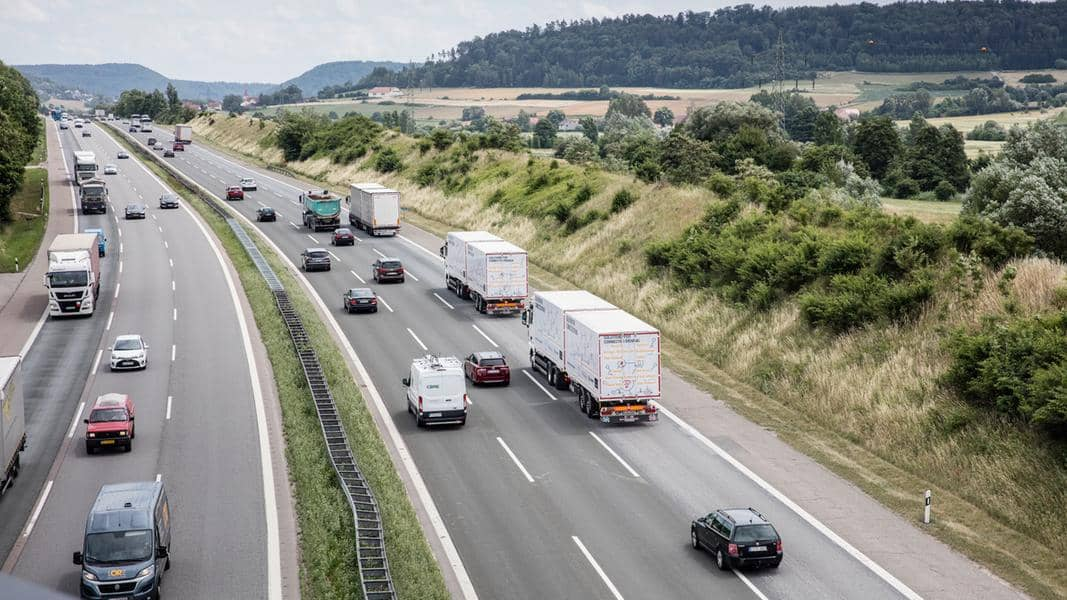 platooning test A9 db schenker road trucks