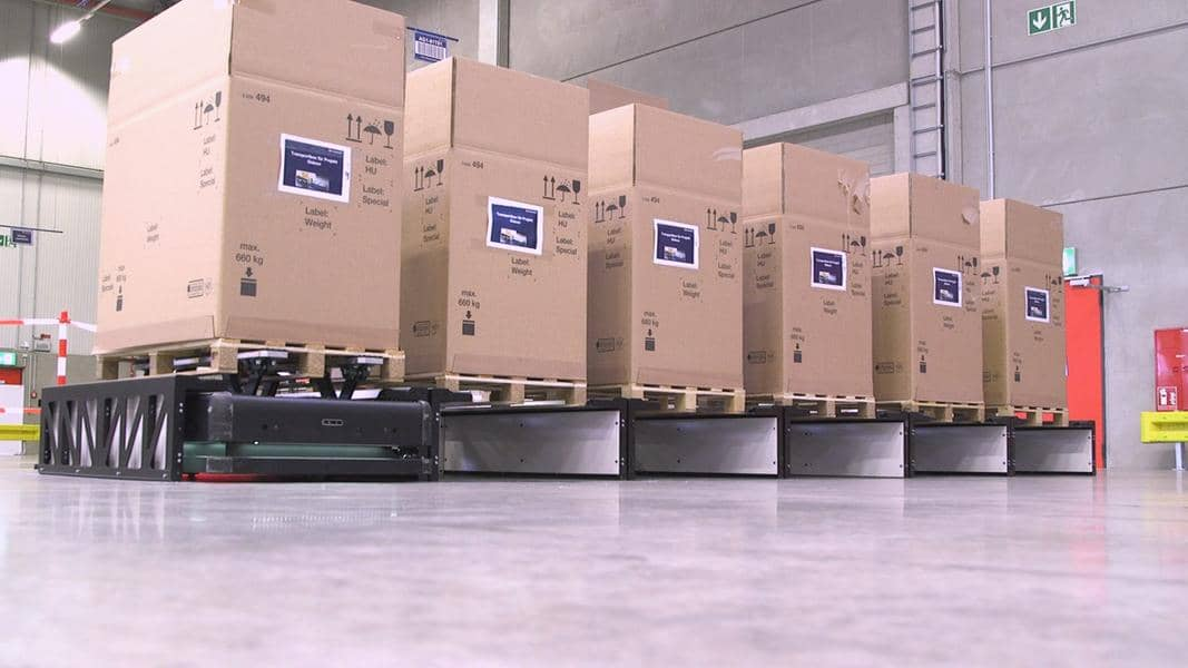 DB Schenker uses Gideon Brothers' autonomous robots with AI-powered vision