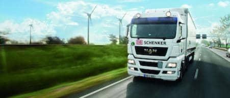 Tehergépjármű az úton, környezetbarát megoldások